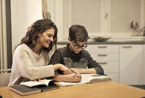 Set Study Spot For Your Kids (1).jpg